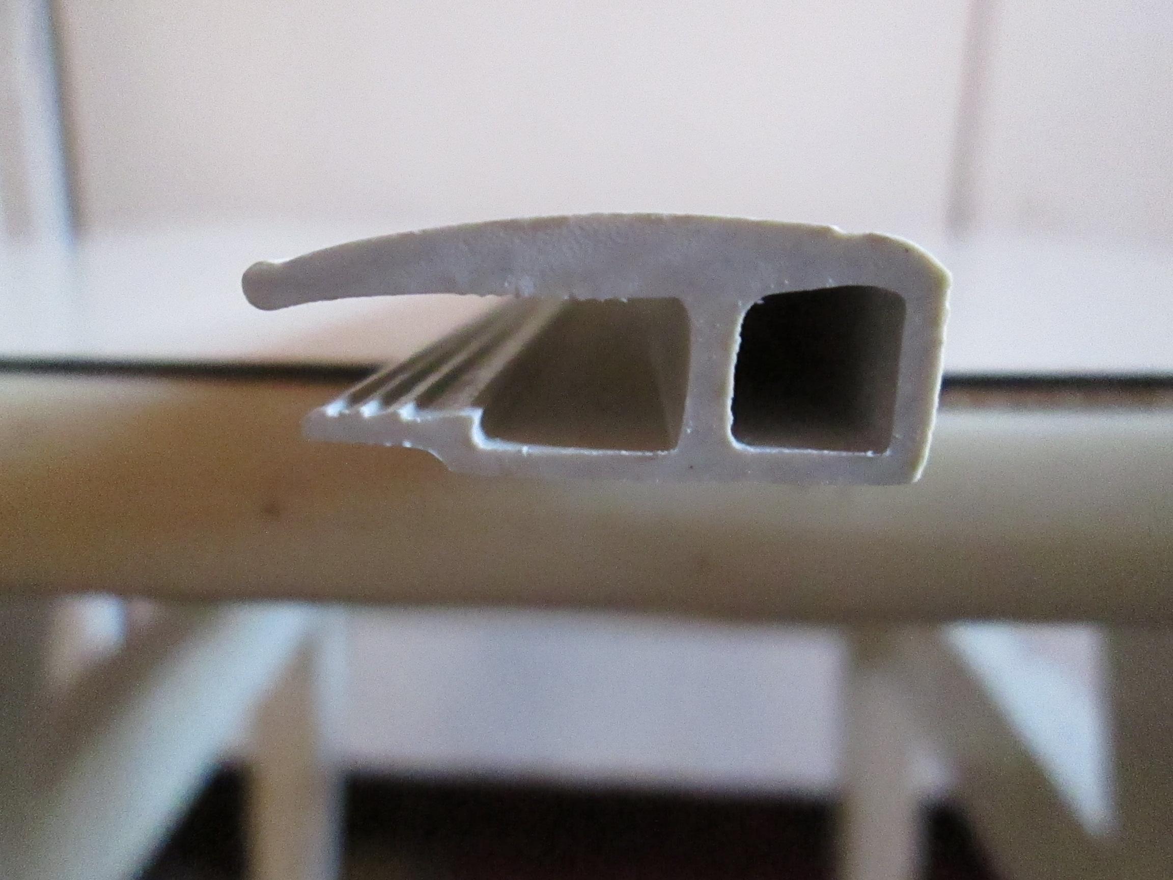Пластиковый багет (профиль ПВХ) для натяжных потолков